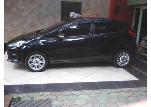 Mobil Ford fiesta AT /2014