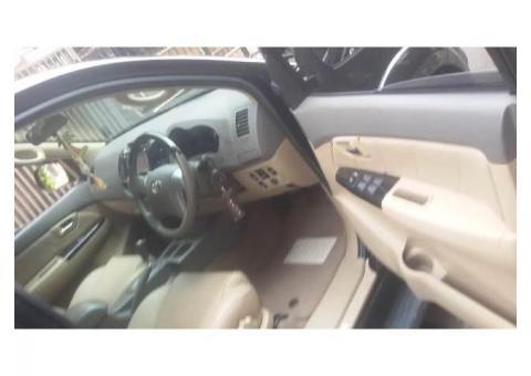 Toyota Fortuner G Lux 2.7 bensin 2012 metic warna Hitam tangan 1