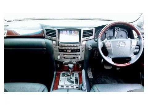 Lexus LX 570 AT 2012 White