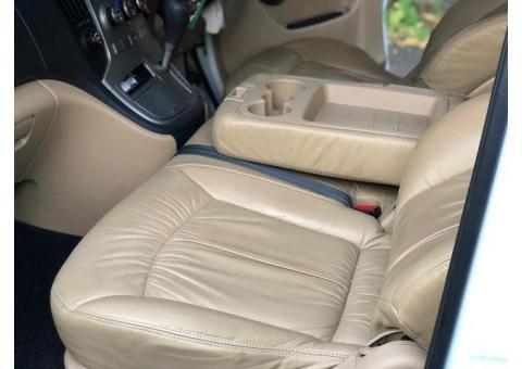 Hyundai H1 Elegance 2012 Putih AT (12 seats)