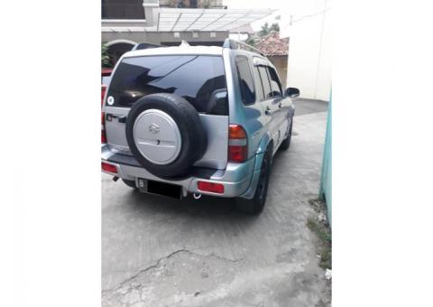 Suzuki Escudo 2.0 matic 2002 silver metalik mulus bgt istimewa