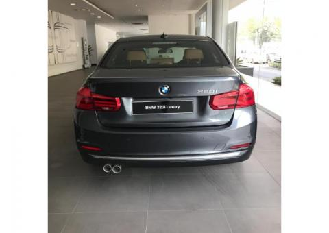 Mobil BMW 3 Series 320i 2018