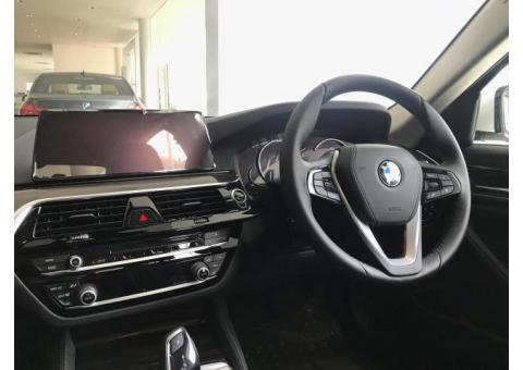 Mobil BMW 5 Series 520i 2018