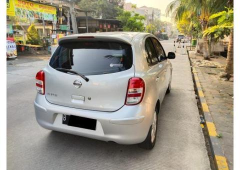 Nissan march 2012 matik Silver
