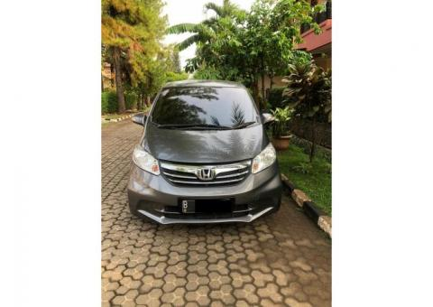 Honda freed psd at th 2013 abu2 metalik kondisi terawat
