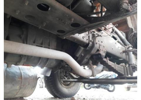Di jual Mitsubishi truk bak besi tipe FN 517 ML2 6x2 manual th 2009