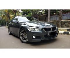 BMW 330i low KM Abu-Abu Pmk 2017 Good ConditioN