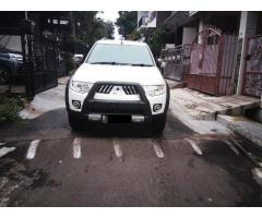 Mitsubishi Pajero super exceed 2.5 diesel 2012 metic warna Putih