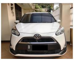 Toyota Sienta 2016 V putih orisinil bagus