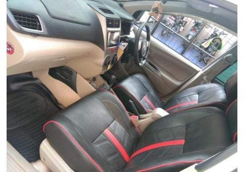 Daihatsu Xenia R sporty 2015 metic warna putih tangan 1