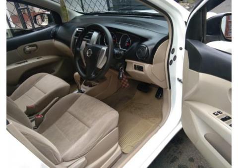 Nissan Grand Livina SV cvt 2013 Metic warna putih