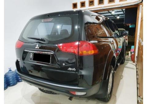 Mitsubishi pajero GLX 4x4 th 2011