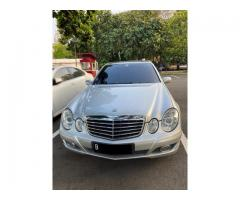 Mercedes Benz E260 Th 2005 Abu abu Muda Metalik